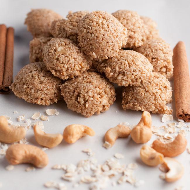 Healthy No Bake Oatmeal Cookie Balls