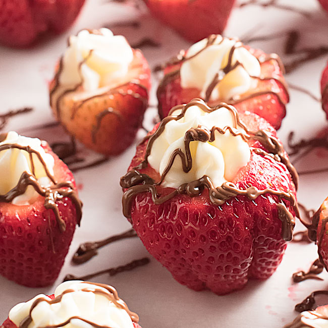 Strawberry Cheesecake Bites with Nutella Drizzle